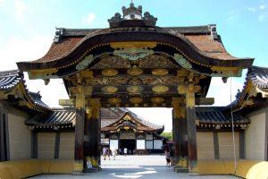 puerta Karamon del castillo de Nijo