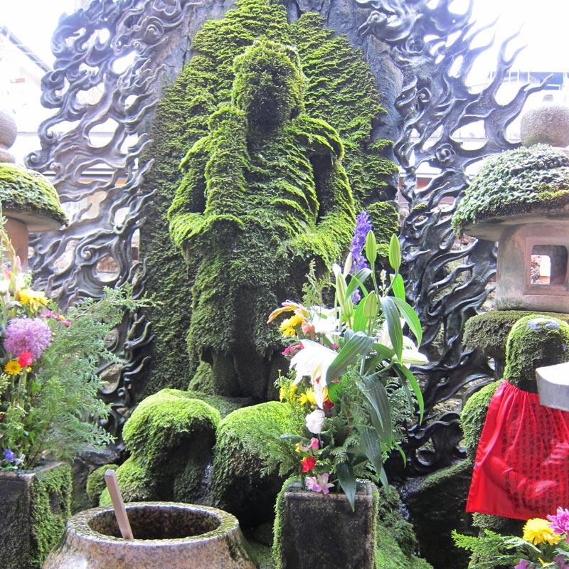 Templo-Hozenji-osaka
