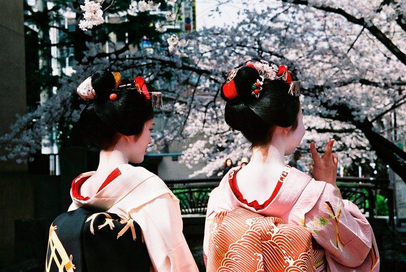 Geishas paseando por Kyoto