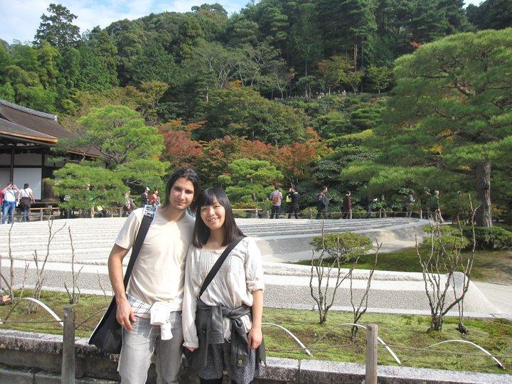 Con mi amiga japonesa en el Pabellón de Plata de Kioto