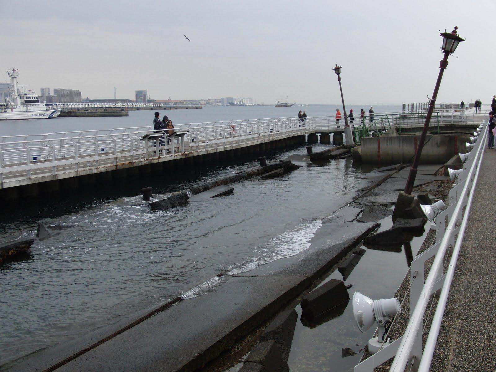 Puerto de Kobe tras el terremoto