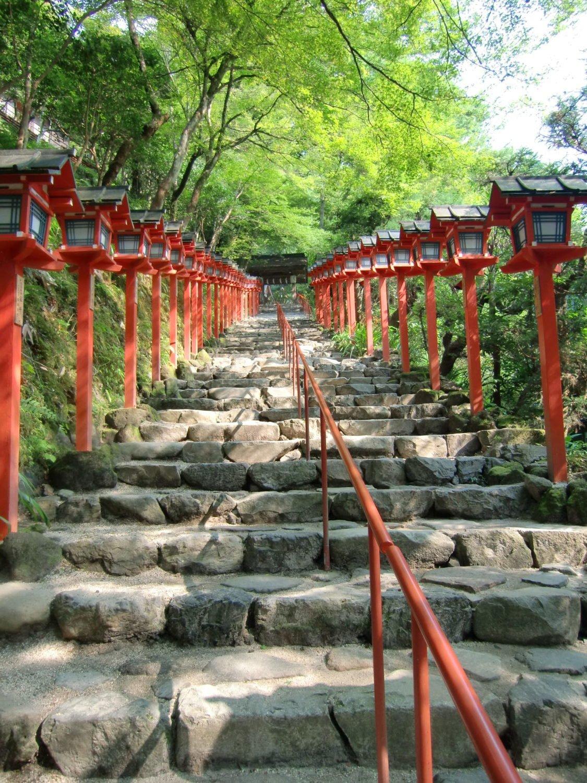 Lámparas rojas en Kibune Jinja