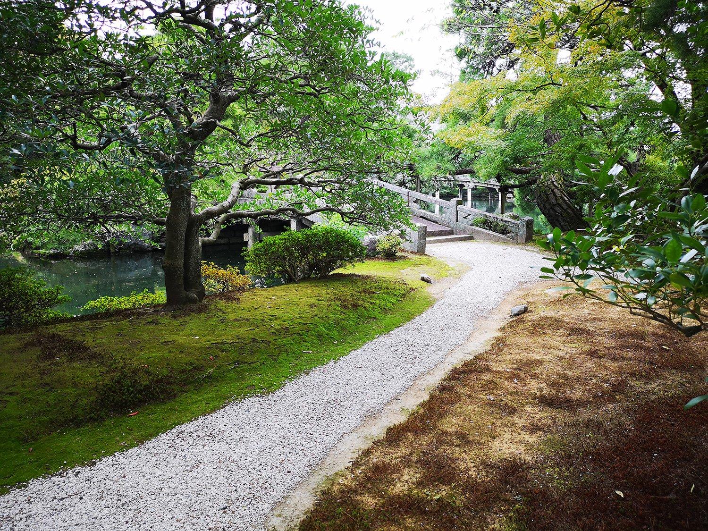 Sendero en el Parque del Palacio Imperial de Kioto