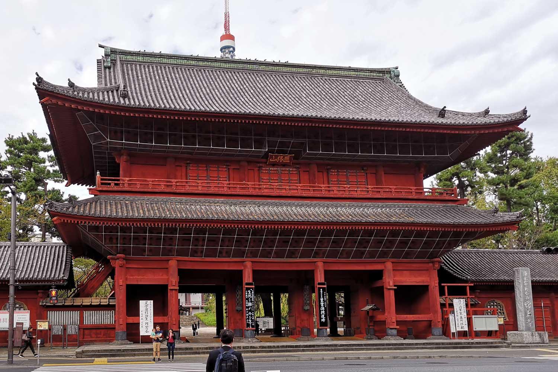 Puerta Sangedatsumon templo Zojoji