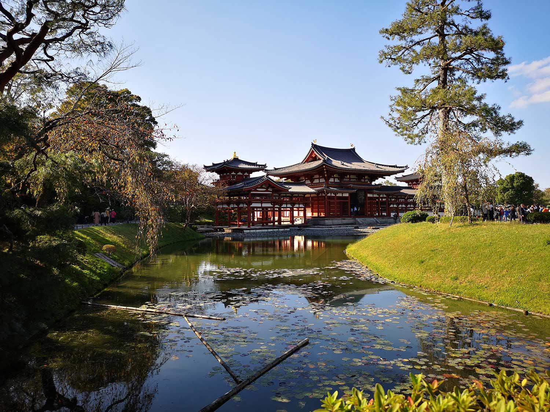 Lago y templo Byodo-in